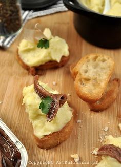 Toast with anchovies and puree Brandade style