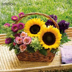 Picnic in the Park Basket Arrangement Basket Flower Arrangements, Sunflower Arrangements, Beautiful Flower Arrangements, Floral Arrangements, Summer Flowers, Silk Flowers, Beautiful Flowers, Angels Garden, Masha Et Mishka