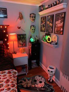 Halloween Room Decor, Fall Room Decor, Cute Bedroom Decor, Room Ideas Bedroom, Halloween Halloween, Grunge Bedroom, Edgy Bedroom, Rock Bedroom, Gothic Bedroom
