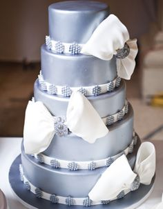 Think cute and luxurious don't go together? Think again-this wedding cake is both. Cake courtesy of Patricia's Cake Creations.