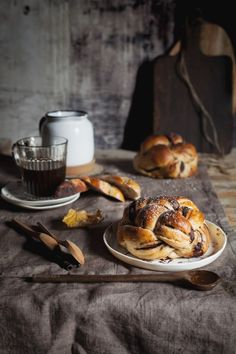 Chocolate Brioche, Rustic Food Photography, Good Morning Breakfast, Key Food, Donut Recipes, Recipes From Heaven, Different Recipes, Food Pictures, Food Styling