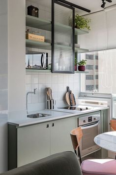 Awesome modern kitchen room are offered on our website. Read more and you wont be sorry you did. Farmhouse Style Kitchen, Modern Farmhouse Kitchens, Home Kitchens, Kitchen Dining, Kitchen Decor, Kitchen Ideas, Kitchen Modern, Kitchen Shelves, Appartement Design