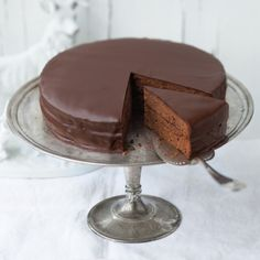 Famous Chocolate, Chocolate Lovers, Chocolate Desserts, Chocolate Cake, Austrian Recipes, Hungarian Recipes, Sacher Torte Recipe, Wiener Schnitzel, Cake Tins