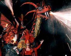 El dragón es el símbolo de la fuerza y del fuego...Correfoc y espectáculo con su gran final en la plaza. ...