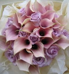 A bouquet of lavender roses and dusty pink calla lilies.