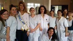 Camille Cerf lors de sa visite hors caméras dans le service d'oncologie médicale de l'hôpital de la Pitié-Salpêtrière, en mars. Les équipes s'en souviennent encore !