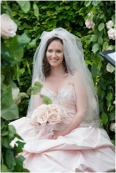 Pink bride and wedding veil  | On French Wedding Style with Photography © Encre Noire  Eric Malemanche