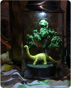 Solarama / solar powered diorama light : Brontosaurus under a tree ~ how cute is this? Instead of a night light let them make their own diorama. Solar Light Crafts, Diy Solar, Solar Led, Solar Energy Panels, Best Solar Panels, Solar Licht, Solar Mason Jars, Solar House, Solar Energy System