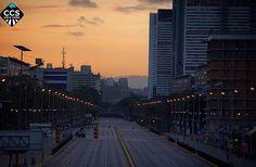 Te presentamos la selección del día: <<AMANECERES>> en Caracas Entre Calles. ============================  F E L I C I D A D E S  >> @ndudier << Visita su galeria ============================ SELECCIÓN @teresitacc TAG #CCS_EntreCalles ================ Team: @ginamoca @huguito @luisrhostos @mahenriquezm @teresitacc @marianaj19 @floriannabd ================ #amanecer #Caracas #Venezuela #Increibleccs #Instavenezuela #Gf_Venezuela #GaleriaVzla #Ig_GranCaracas #Ig_Venezuela #IgersMiranda…