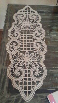 Romanian Lace, Macrame Design, Point Lace, Needle Lace, Doilies, Angles, Diy And Crafts, Projects To Try, Textiles
