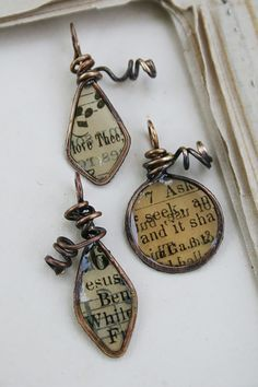 [orginial_title] – Sylvie Brown 9 DIY Projects Made From Old Books Recycled Books Resin Paper Wire Forms Wire Jewelry, Jewelry Crafts, Beaded Jewelry, Jewelery, Handmade Jewelry, Paper Jewelry, Gothic Jewelry, Jewellery Box, Gold Jewelry