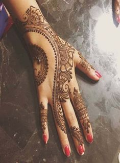 Check out the 60 simple and easy mehndi designs which will work for all occasions. These latest mehandi designs include the simple mehandi design as well as jewellery mehndi design. Getting an easy mehendi design works nicely for beginners. Simple Arabic Mehndi Designs, Mehndi Designs 2018, Modern Mehndi Designs, Mehndi Design Pictures, Bridal Henna Designs, Mehndi Simple, Mehndi Designs For Fingers, Beautiful Mehndi Design, Henna Tattoo Designs