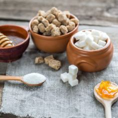 Many sugar substitutes are advertised as healthy — but are they a good replacement for sweets? ᐅ Birch sugar, erythritol, or agave: we've taken a closer look at 8 sugar substitutes. 7 Day Sugar Detox, Sugar Detox Diet, Detox Diet Plan, Health Eating, Health Diet, Health And Nutrition, Health And Wellness, Healthy Recipes For Diabetics, Diabetic Recipes