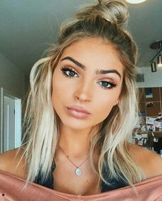 •°•✧the person who broke you can't put you back together✧•°• {↠mxsicandbands↞} Dark Eyebrows Blonde Hair, Make Up Blonde Hair, Blonde Hair Makeup, Hair Make Up, Eyebrows For Blondes, Wedding Makeup Blonde, Messy Hair Look, Messy Bun Updo, Short Hair Makeup
