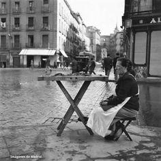 Churrera en la calle de Toledo Año 1953 Autor F. Catalá Roca