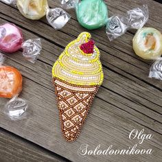 Всем привет!✌ В Приморском крае снова лето - у нас тепло, светло и хорошо так, как летом не было Я в офисе только и успеваю нырять к мороженому! И по этому поводу родилось мороженко моего любимого вкуса - Пина Колада или по-русски ананасово-кокосовая вкуснота ------------ ❌ ПРОДАНО ❌ ------------ Состав: мельчайший японский бисер, жемчуг Сваровски, хрусталь, канитель, экокожа, фурнитура. . Цена 1700 -------------- Для заказа как всегда - жду Вас в Директ, на ЯМ (активная сс...