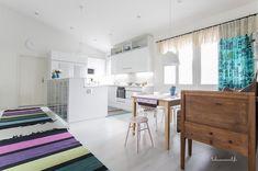 Esittelyssä: Värikylläinen koti - Kastelli-talot - Talosanomat Koti, Marimekko, Divider, Furniture, Home Decor, Acapulco, Decoration Home, Room Decor, Home Furnishings