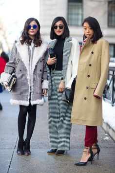 Chic outerwear: see all of the best coats spotted during New York Fashion Week. New York Fashion Week Street Style, Nyfw Street Style, New York Street, Cool Street Fashion, Street Chic, Street Style Women, Street Styles, Bianca Jagger, Style Snaps
