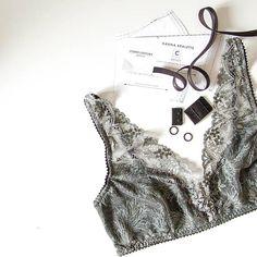 https://www.etsy.com/uk/listing/581096370/english-pdf-digital-sewing-pattern-hanna?ref=shop_home_feat_2