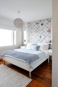 Makuuhuoneen seinävaate on äidin isoäidin suunnittelema poikansa sängynpeitoksi. Se on kulkenut äidin mukana 15-vuotiaasta asti. – Ei ole koskaan tarvinnut miettiä sängynpäätyasiaa, äiti toteaa.