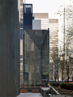 American Folk Art Museum/Tod Williams Billie Tsien Architects (2001), photo by Michael Moran