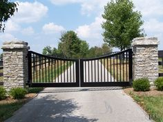 Horse Farm Entrance Gates and Barn Gates: Lucas Equine Equipment - Modern Farm Gate, Fence Gate, Fencing, Front Gates, Entry Gates, Farm Entrance Gates, Entrance Ideas, House Gate Design, Fence Design