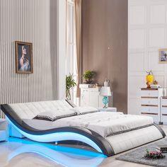 Entzuckend Zimmer Einrichten, Designer Bett Mit Blauer Led Belecuhtung, Gestreifte  Wand, Kleines Bild