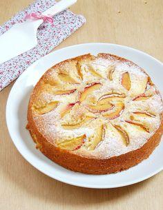 ✔  Bolo de nectarina e limão siciliano / Lemony nectarine cake