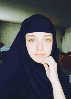 Nun Catholic, Nun Outfit, Georgie, Bride Of Christ, Orthodox Christianity, Turkish Beauty, Muslim Girls, Godly Woman, People Of The World