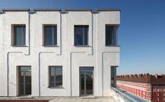 """Mit Dämmung optische Akzente setzen? Das ist möglich und die Architekten von Hild und K haben es mit der Wohnanlage """"RegerHof"""" in München (mal wieder) bewiesen. Das dreidimensional angelegte Fassadendämmsystem ist architektonisch an die Gründerzeitbauten des Viertels angelehnt."""