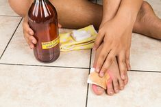 18. Treats foul foot odor The buildup of sweat in your shoes and socks can cause seriously smelly feet, or worse yet, athlete's foot. A great way to prevent or eliminate foul foot odor and the potential of developing athlete's foot is soaking your feet in ACV. It helps to balance pH levels in your …