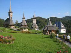 Maramures - biserici superbe din lemn datand din secolele 17 si 18,  dintre care opt, în 1999, au fost declarate  patrimoniu mondial  UNESCO.