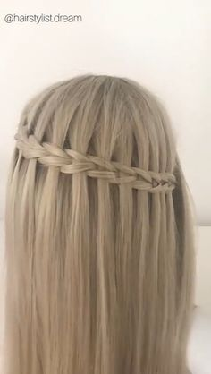 Holographic hair is here and it's the stylish trend of Popular Hairstyles, Girl Hairstyles, Braided Hairstyles, Hair Upstyles, Summer Braids, Dreadlocks, Homecoming Hairstyles, Hair Hacks, Hair Tips