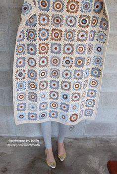 시간날때마다 틈틈히 뜨느라 질질 끌고 완성 못했던 블랭킷 완성했어요. 속이 시원~~~ 절반정도 했을때는 ... Crochet Diagram, Crochet Motif, Crochet Designs, Crochet Stitches, Crochet Blocks, Crochet Squares, Crochet Blanket Patterns, Patchwork Blanket, Crochet Needles
