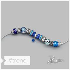 Azul da cor do mar.  Escolha seus berloques no link e ouse na combinação: http://pol.vu/hl