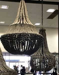 Shell Chandelier, Beaded Chandelier, Scandinavian Cottage, Pall Mall, Shabby Home, Crystal Chandeliers, Rustic Design, Lampshades, Coastal Decor