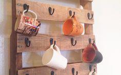 Полка для чашек из деревянного поддона