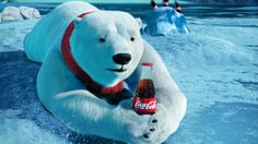 """Pepsi en Coca Cola passen in de Verenigde Staten de manier aan waarop zij cola karamelkleurig maken. Hiermee willen de colafabrikanten voorkomen dat er een waarschuwing tegen kanker op de verpakking van de frisdrankmerken moet komen te staan. Stephan Peters, Specialist Voedselveiligheid van het Voedingscentrum geeft aan dat de hoeveelheid karamel in cola een """"verwaarloosbaar risico"""" vormt voor de gezondheid van gebruikers."""
