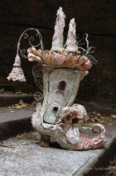 Botte-maison-de-poupée paper mache art