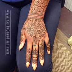 Floral henna tattoos on the hand - so pretty! Check out more ideas here