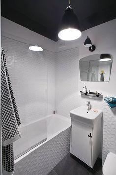 Good or bad idea? Cosy Bathroom, Master Bathroom, Black White Bathrooms, Black Ceiling, White Tiles, Malaga, Bathtub, Black And White, Interior Design