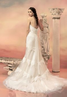 strapless neckline lace bodice with heart shaped trapeze lace trimmed tulle wedding dress
