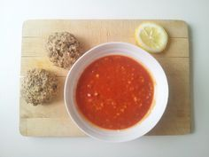 Mmm...I dag ble det deilig middag på oss: Deilig rød linsesuppe med sitron og frø-rundsykker R...