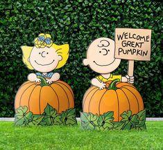 Halloween Yard Art, Christmas Yard Art, Christmas Yard Decorations, Snoopy Christmas, Halloween Projects, Halloween Pumpkins, Fall Halloween, Halloween Decorations, Halloween Stuff