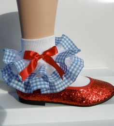 Wizard of Oz frilly ribbon socks + Dorothy magical red shoes Hallowen Costume, Diy Costumes, Dorothy Wizard Of Oz, Dorothy Costume Kids, Family Halloween, Halloween Party, Fancy Dress, Dress Up, Frilly Socks