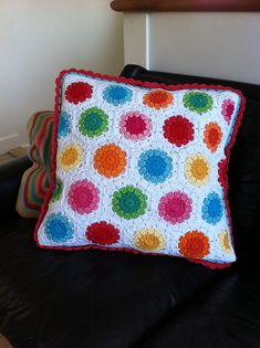 Crochet Pillow Patterns Part 4 - Beautiful Crochet Patterns and Knitting Patterns Crochet Cushion Cover, Crochet Pillow Pattern, Crochet Cushions, Crochet Patterns Amigurumi, Crochet Motif, Pillow Patterns, Ravelry Crochet, Knitting Patterns, Crochet Blocks