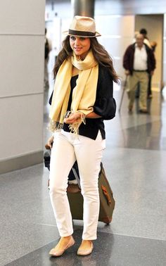 Tiffani Thiessen Photos - Tiffani Thiessen Leaves NYC - Zimbio