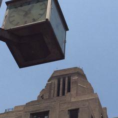 Edificio La Nacional y el famoso reloj esquinero de la Torrelatinoamericana. Eje central y Madero