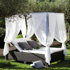 Rattan bed, perfect for outside