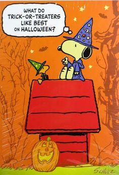 snoopy Halloween | Also see halloween animated desktop wallpaper at www.ghostlyhalloween.com